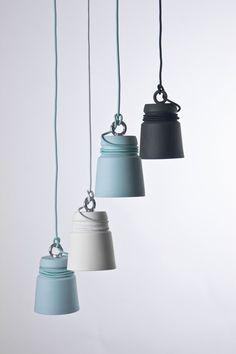Lasbitas de amarrede los muelles han inspirado la Cable Light del holandés Patrick Hartog. El cable se envuelve alrededor de la pantalla de cerámica.
