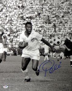 Pele Autographed 16x20 Photo CBD Brazil PSA/DNA Stock #68881