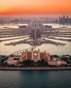 Atlantis, The Palm in Palm Jumeirah, Dubai. Palm Jumeirah, Places To Travel, Travel Destinations, Places To Visit, Atlantis, Beautiful Sunset, Beautiful Places, Voyage Dubai, Luxury Boat