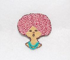 シンガーの女の子を刺繍したブローチです。ネックレスの部分はビーズになっています。|ハンドメイド、手作り、手仕事品の通販・販売・購入ならCreema。