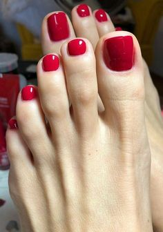 What is a pedicure and how to do it? - Many people, especially women, give great importance to foot care. Especially those who prefer open - Pretty Toe Nails, Cute Toe Nails, Cute Toes, Pretty Toes, Toe Nail Color, Toe Nail Art, Nail Colors, Red Toenails, Uñas Fashion