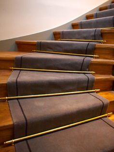 Projet d'aménagement de l'immeuble. L'architecte, Mme Swierszczyk-Apperé, m'a demandé de réaliser un tapis sobre et chic, modèle uni avec bordures et 2 tapis chinés gris avec …