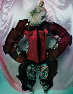 An-Artist-of-the-Floating-World-by-Tim-Walker-for-Vogue-Uk-Dec.-2016-25.jpg (1280×1658)