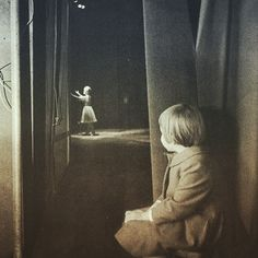 Carrie Fisher waits in the wings while Debbie Reynolds takes her final bow
