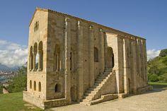 Iglesia de Santa María del Naranco en Oviedo, España