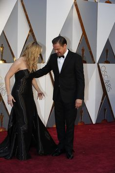 Leonardo DiCaprio, wearing Armani, and Kate Winslet, wearing Ralph Lauren, arrives on the Oscars red carpet for the 88th Academy Awards.