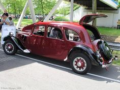 Very cool body style on this Citroen Traction Avant