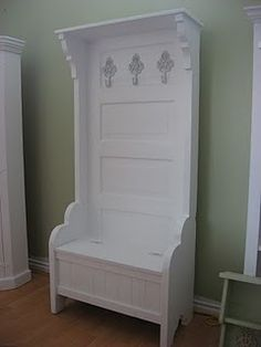 Hall bench with storage from old door. Now to find an old door Tree Furniture, Furniture Projects, Furniture Makeover, Home Projects, Painted Furniture, Old Door Projects, Furniture Design, Door Hall Trees, Door Tree