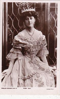 Beautiful Actress Ruby Ray in Awesome Gown & Tiara..circa 1908