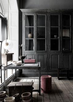 Wabi-Sabi: The Art of Imperfect Beauty Line Klein – Oliver Gustav Studio 1 Interior Plants, Interior Exterior, Devol Kitchens, Muebles Living, Living Comedor, Interior Decorating, Interior Design, Decorating Tips, Dark Interiors