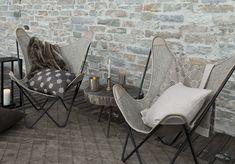 Ein schöner Nachmittag im Freien? Mit lässigen Stühlen, und wärmenden Decken ist das auch im Winter möglich.  Foto: FINE