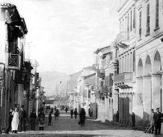 Η Οδός Ερμού στην Πάτρα περ.1900... Old City, Greece, Street View, Patras, Vintage, Memories, Greece Country, Memoirs, Souvenirs