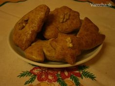 Medovníky stále mäkké Ale, Cookies, Chicken, Baking, Recipes, Cooking Ideas, Basket, Scrappy Quilts, Biscuits