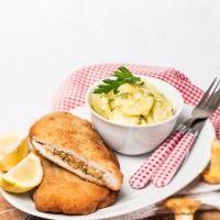 Mit Eierschwammerln gefülltes Schweinsschnitzel Salmon Burgers, Camembert Cheese, Mashed Potatoes, Snacks, Breakfast, Ethnic Recipes, Food, Cooking Recipes, Pork