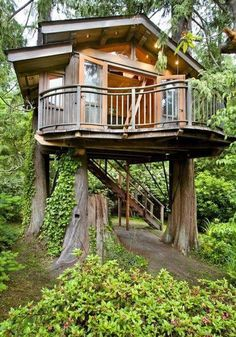 Like the wrap around balcony 12 Modern Tree House Designs Modern Tree House, Casa Loft, Tree House Designs, Tree Tops, Cabins In The Woods, Little Houses, Dream Garden, Play Houses, Dream Houses