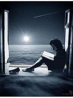 ... y leer con la luz de la luna llena...