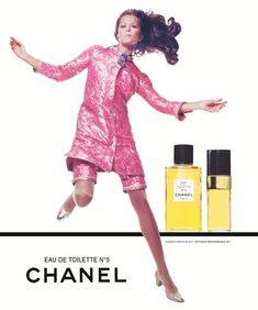 Lauren Hutton, Chanel advertising campaign, 1968 Photo Richard Avedon © 1968 The Richard Avedon Foundation Chanel No 5, Chanel Beauty, Chanel Fashion, 1960s Fashion, Coco Chanel, Vintage Fashion, Chanel Style, Beauty Ad, Women's Fashion