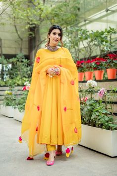 Yellow Organza Handpainted Suit Set Shop this beautiful piece of handpainted art now in this Yellow Organza Handpainted Suit Set. Which comes with yellow cotton anarkali kurti, pants and organza dupatta. Pakistani Fashion Casual, Pakistani Dresses Casual, Pakistani Dress Design, Indian Fashion, Simple Anarkali Suits, Beautiful Pakistani Dresses, Designer Party Wear Dresses, Kurti Designs Party Wear, Indian Wedding Outfits