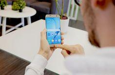 Samsung presenta Bixby su asistente virtual para vencer a Apple y Google   Samsung ha confirmado que su próximo buque insignia que se presentará el 29 de marzo en Nueva York incluirá un asistente virtual.  Los asistentes virtuales se han convertido en una de las grandes apuestas de la industria tecnológica. Apple tiene Siri Google cuenta con Google Assistant Microsoft apuesta por Cortana y Amazon ha desarrollado Alexa. Y Samsung? El fabricante coreano ha confirmado que su nueva gama de…