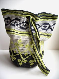 You know, a while ago I made this little kitty bag. After that I wanted to make a real bag, large, maybe something to use for every day. Tapestry Bag, Tapestry Crochet, Crochet Handbags, Crochet Purses, Crochet Bowl, Knit Crochet, Crochet Market Bag, Knitted Bags, Purses And Bags
