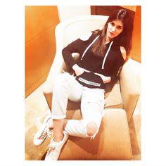 Cute and stylish kriti sanon Bollywood Stars, Bollywood Fashion, Bollywood Celebrities, Bollywood Actress, Kiara Advani, Indian Models, Perfectly Imperfect, Beautiful Actresses, Indian Wear