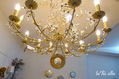 Las Tres Sillas en el 15º intercambio De Armario a Armario en Valencia Valencia, Chandelier, Ceiling Lights, Home Decor, Clothing Swap, Chairs, Candelabra, Chandeliers, Interior Design