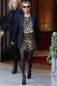We picked Kate Moss's best outfits and you'll never need to look for style inspo again Celebrity Dresses, Celebrity Style, Estilo Kate Moss, Kate Moss Style, Moss Fashion, Queen Kate, British Fashion Awards, Online Dress Shopping, Shopping Sites