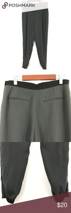 """T Tahari Jogger Dress Pants Gray Black Size 2 A8 Measurements (approximate laying flat) Waist: 14"""" Inseam: 28"""" Rise: 9.5"""" Leg Opening: 4"""" (stretch)  Condition: Gently preowned - No holes, rips, or stains T Tahari Pants Ankle & Cropped"""