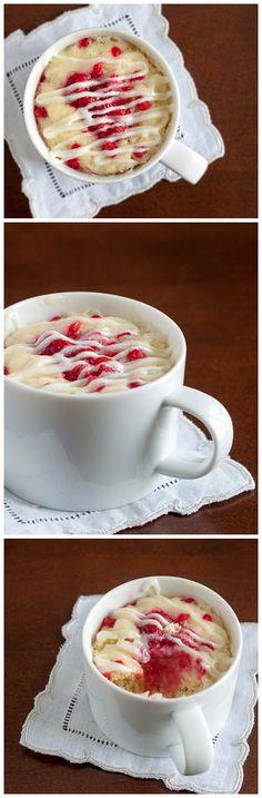 Raspberries & Sour Cream Mug Cake ~ Food Berry Mug Cakes, Cupcake Cakes, Microwave Mug Recipes, Microwave Cake, Just Desserts, Delicious Desserts, Yummy Food, Sour Cream, Dessert In A Mug