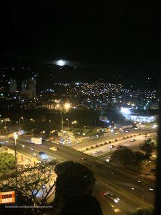 Hermosa noche de luna llena sobre Bucaramanga. Gracias Pedro Jimenez (https://www.facebook.com/pedroivan.jimenezramirez) por la foto #nochesBUC