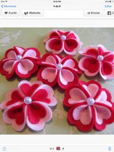 "Felt Flowers - Felt Appliques - Red Felt Heart Blooms (The Original) For Valentine Hair Clips - Valentine Crafts"" by Dogwoodcorner Valentine Day Crafts, Holiday Crafts, Valentines, Valentine Heart, Valentine Flowers, Bee Crafts, Flower Crafts, Felt Flowers, Fabric Flowers"