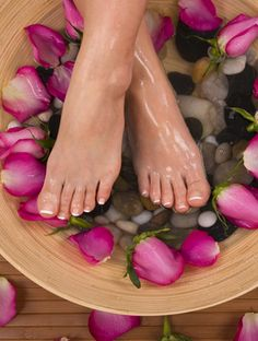 Ideas for pedicure spa pies Spa Pedicure, Pedicure Colors, Nail Spa, Pedicure Bowls, Massage Room, Spa Massage, Massage Therapy, Foot Exfoliation, Foot Peel