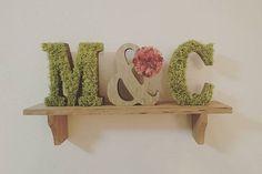 ウエディングDIYで使ったモスが余ってたから、部屋用に〜! 満足満足♪(●´ω`●) むしろこっちのが上達して断然キレイやし! ピンセット使ってちまちまやるのがすき。 #イニシャルオブジェ #ウエディングDIY #スリーコインズ #雑貨