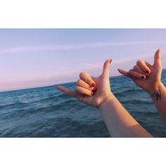 #Pink #Hands #Beach #Friends #Sea 🤙🏻👭🌊