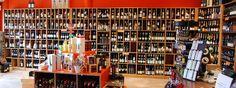 Op dit plaatje is te zien hoe groot het wijn assortiment van deze specifieke winkel is. Om zo veel mogelijk klanten aan te spreken zijn er veel verschillende producten in het assortiment.
