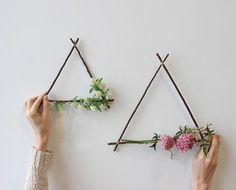 We& Obsessed With These DIY Geometric Triangle Wreaths These geometric wreaths are everything we need to start our 2017 gatherings in the right direction. Learn the steps to make this pretty project for a next-level Valentine's gesture. Pot Mason Diy, Mason Jar Crafts, Diy Wand, Diy House Projects, Craft Projects, Space Projects, Mur Diy, Deco Floral, Diy Décoration