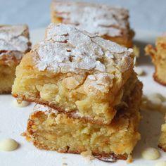 Witte chocolade blondies - Lot of Taste Cakepops, Baking Recipes, Dessert Recipes, Blondie Brownies, Muffins, Cupcakes, Sweet Desserts, Chocolate Cookies, Muffin