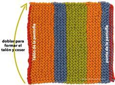 PANTUFLAS, PATUCOS, SLIPPERS – GRAFFITI Knitted Slippers, Slipper Socks, Crochet Cord, Crochet Hats, Knitting Stitches, Knitting Socks, Granny Square Slippers, Dyi Crafts, Knit Fashion