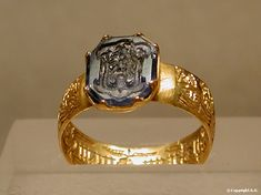 Gold signet ring with the arms of Lusignan on a sapphire, France, 15th century