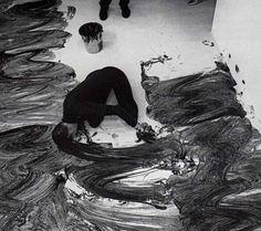 Janine Antoni, Loving Care, performance, 1993 © Janine Antoni / Photo : Prudence Cumming Associate