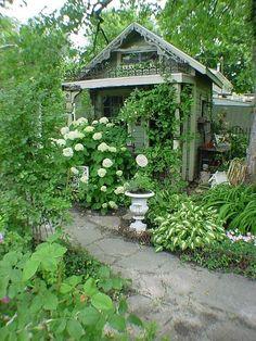 1000 images about abris et garages de jardin on pinterest for Garden shed jokes