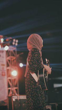 Girl Hijab, Hijab Outfit, Muslim Girls, Muslim Women, Girly Images, Moslem Fashion, Dp Photos, Hijab Dpz, Girly Attitude Quotes