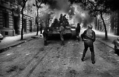One Sho😲ot Prague 1968 There was Czechoslovakia. Marie Curie, Mahatma Gandhi, James Dean, Steve Jobs, Audrey Hepburn, Prague Spring, First Photograph, Magnum Photos, Back To Black
