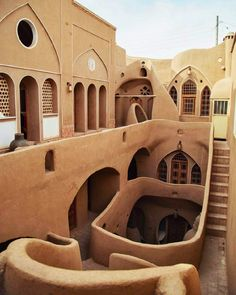 Traditional Persian Architecture in Kashan, Iran Persian Architecture, Vernacular Architecture, Art And Architecture, Middle East Destinations, Shiraz Iran, Mud House, Iran Travel, Beautiful Buildings, Historic Homes