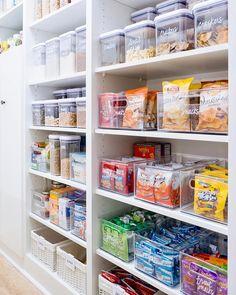 Organisation et rangement - Grand Garde Manger Organisation Hacks, Küchen Design, House Design, Interior Design, Design Ideas, Interior Ideas, Cocina Diy, Kitchen Organization Pantry, Organized Kitchen