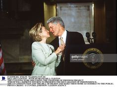 Washington Dc Hillary Clinton - With Husband Bill Clinton The Clintons Were Discussing The Charters Of Freedom Project Which Will Improve Efforts To Preserve The Declaration Of Independence, The Us Constitution And The Bill Of Rights And Make Them More Accessible To The Public.