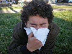 PURIFICACION DE AIRE AIRLIFE TE DICE ¿cómo se presentan los síntomas causados por las esporas? Cuando se respira gran cantidad de esporas se pueden presentar síntomas agudos evidentes. Si se respira una cantidad menor pero de manera repetida, se origina una inflamación interna de los bronquios de tipo crónico, igual que con otras alergias. Causando mucho malestar e incomodidad.