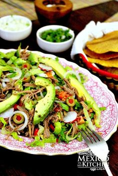 Salpicon , is an easy shredded beef salad that doesn't require too many skills in the kitchen, and includes some of the most common components of a salad like lettuce, tomato,… Authentic Mexican Recipes, Healthy Mexican Recipes, Mexican Salads, Mexican Dishes, Beef Recipes, Cooking Recipes, Drink Recipes, Mexican Desserts, Mexican Cooking