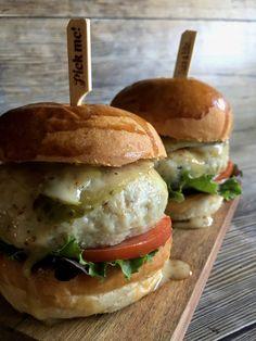 HAMBURGUESAS DE POLLO Y AVENA | Mi mejor hornada Salmon Burgers, Chicken, Cooking, Ethnic Recipes, Sandwiches, Mexican, Ideas, Vegetarian Recipes, Vegetarian Food