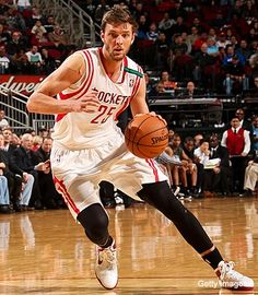 Chandler Parsons Slam online Interview : SLAM: So it's fair for you to talk smack on the basketball court because you know your skills are up to par? CP: (Laughs) Yeah, I'm gonna talk a little bit out there. Basketball Wall, Basketball Players, Basketball Court, Nba West, Chandler Parsons, Online Interview, H Town, Houston Rockets, Texas